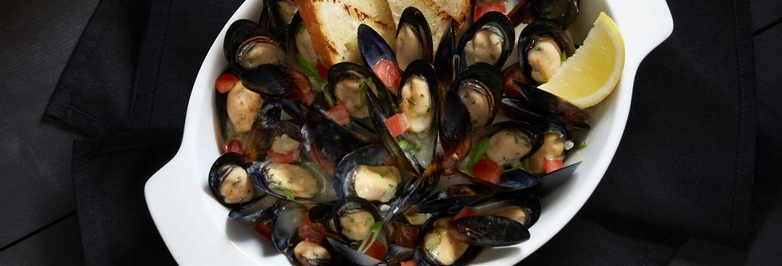 White Wine and Roasted Garlic Mussels